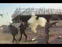 愚かなテロリスト動画。ちょwwwwRPGをぶっ放したら後ろに人がwwww