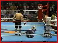 ボクシングでパンチが審判にクリティカルヒットしてノックアウトw