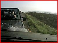 ロシアで撮影された死亡事故の瞬間。前の車を避けた車と正面衝突ドラレコ