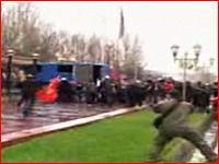国を倒し大統領を国外へ追い出したキルギスの大暴動の映像