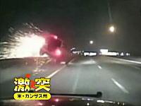 猛スピードで追い抜いていった車がそのままガードレールに衝突してヤバイ