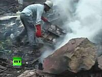 28日、乗員乗客152名の全てが死亡した旅客機墜落事故の現場映像