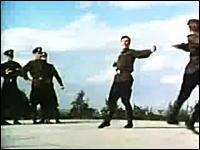 50年前のおそロシア。ソ連兵による革命的コサックダンスがとても凄いぞ