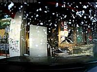 韓国でルノーサムスンの最高級車が暴走して商店に突っ込むドラレコ事故。