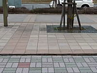 千葉県浦安市で地面が左右にずれ動く凄い映像。東北地方太平洋沖地震