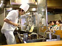 これぞプロの技。職人がチャーハンを作る動画を二つ。パラパラすぎワロタw