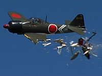 零式艦上戦闘機が飛行中にヘリコプターと接触して墜落してしまう(ラジコン)