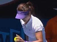 プロでもこんな事があるんだな。テニス全豪オープンでリーナのサーブが酷い