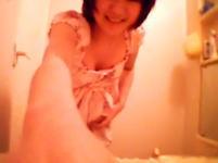 YouTubeで2億6000万回も再生されている日本の女子によるニョキニョキ動画
