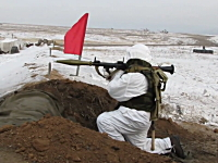 RPG-7のロケット弾はええ!300メートル先の標的に一瞬で届くグングン動画。