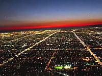 美しすぎる夜景。ロサンゼルス国際空港へ夜間着陸を行う飛行機のコクピット映像