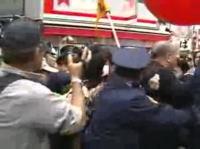 麻生太郎邸拝見ツアーの参加者3名が逮捕される瞬間!公妨!公妨!