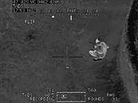 カメラの中の殺人。タリバンに恐ろしい武器が撃ち込まれる戦争動画。AH-64