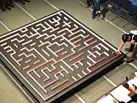 無駄のない完璧なルートで迷路をクリアするマイクロマウスSUGEEEE動画。