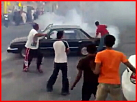 回転走行していた車が観客?二人をカメラの目の前で跳ね飛ばす衝撃映像