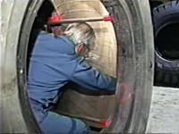 お仕事動画。重量級大型タイヤのパンク修理はこんなに大変。バイアスタイヤ