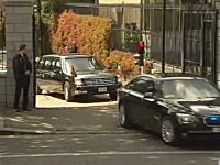 オバマ大統領の車が「ガチーン!」段差に引っかかって立ち往生wwwww