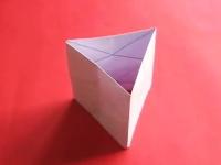 切らず貼らず。一枚の紙でクルクルキューブを作る方法。これは面白いな。