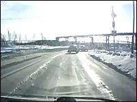 おそロシアすぎるwww道路を物凄い勢いで横切って行った物がおそロシア