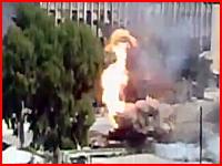 これがリアル戦争。敵の砲撃を受けた戦車が火を噴きそして大爆発(@_@;)