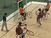 これは想像以上に凄い競技だ。自転車を完全に体の一部のように扱うCycleBall