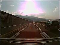殺人車線変更。高速道路で真横を並走する車が車線変更してきたら怖いw