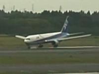 全日空機(ANA)がハードランディングした時の映像が公開。20日成田空港。