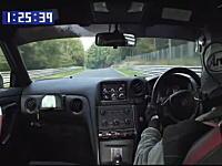 2011年式日産GT-Rニュルタイム計測。フェラーリ・エンツォを抜く7分24秒22