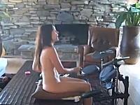 全裸でドラムゲームに夢中なお姉さん それにしても凄いご自宅ですねw