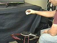 卓球ロボット。ピンポン玉を二つにしたら大忙しになってちょっとワロタwww