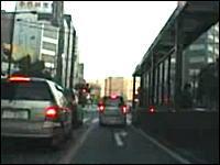 偽物のパトカーで緊急走行車載動画。2ちゃんで逮捕じゃね?と話題の動画