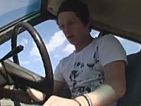 運転手の顔www車ジャンプのスタントに失敗してアイタタタ動画。無茶すんな