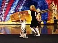 あら可愛い(*´Д`)とっても幸せそうに飼い主さんとダンスを踊るワンコの映像