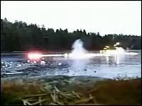 水中でロケット花火を飛ばしたら魚雷みたいになってどかーん!な映像集