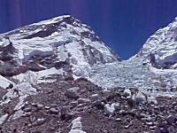 エベレスト登山。日本人が撮影したベースキャンプを襲った雪崩発生の瞬間