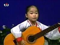 なかなかの迫力。北朝鮮の少女によるギタープレイがジョンイル凄い