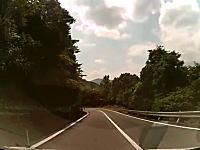 ゾッとする車載映像 「どこ走ってんだコノヤロー!」 左カーブのその先に・・・。