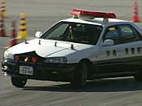 ドリキン土屋圭市が沖縄県警のパトカーでドリフトwwwwwホンモノwwwww