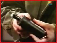 テレビ番組収録中に手榴弾が爆発して俳優の手を吹き飛ばす事故。再生注意