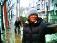【中国】これは酷いwwwww道に飲み込まれる自転車の人・・・。