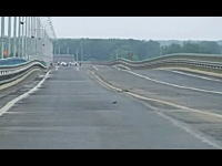 走ったら飛び跳ねるだろwwwロシアのグニャグニャすぎる橋が怖すぎワロチwww