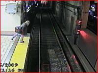 自殺未遂の瞬間 地下鉄で飛び込み自殺を図る女性が失敗する映像 グロ無し