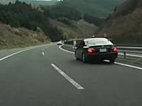 本気になった覆面パトカーの走り。BMWを狙ってすっ飛んで行く覆面クラウン