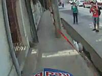 コース狭っ!チリの港町の長い坂道を利用して行われるMTBレースの映像
