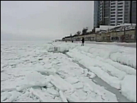 凍りついた海が鳴く。ウクライナで撮影された珍しいビデオ。グキュグギュィン