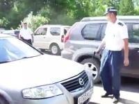 ロシアの警察はモチロンおそロシア。二重駐車の取り締まりですぐ撃つ警官w