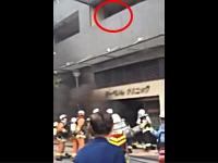 引っ越しの初日に1000mgさんの下の階が火事に。急いで逃げて動画撮った