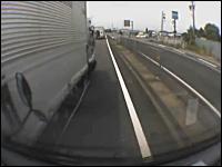 ドラレコ映像が元で10:0になった例。強引トラックで完全に行き場所なし。