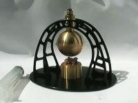 紀元1世紀ごろに発明された蒸気タービンエンジン「アイオロスの球」の卓上版
