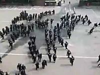 韓国の機動隊による対暴動の訓練の様子が凄いぞ動画。陣形がカッコイイ。